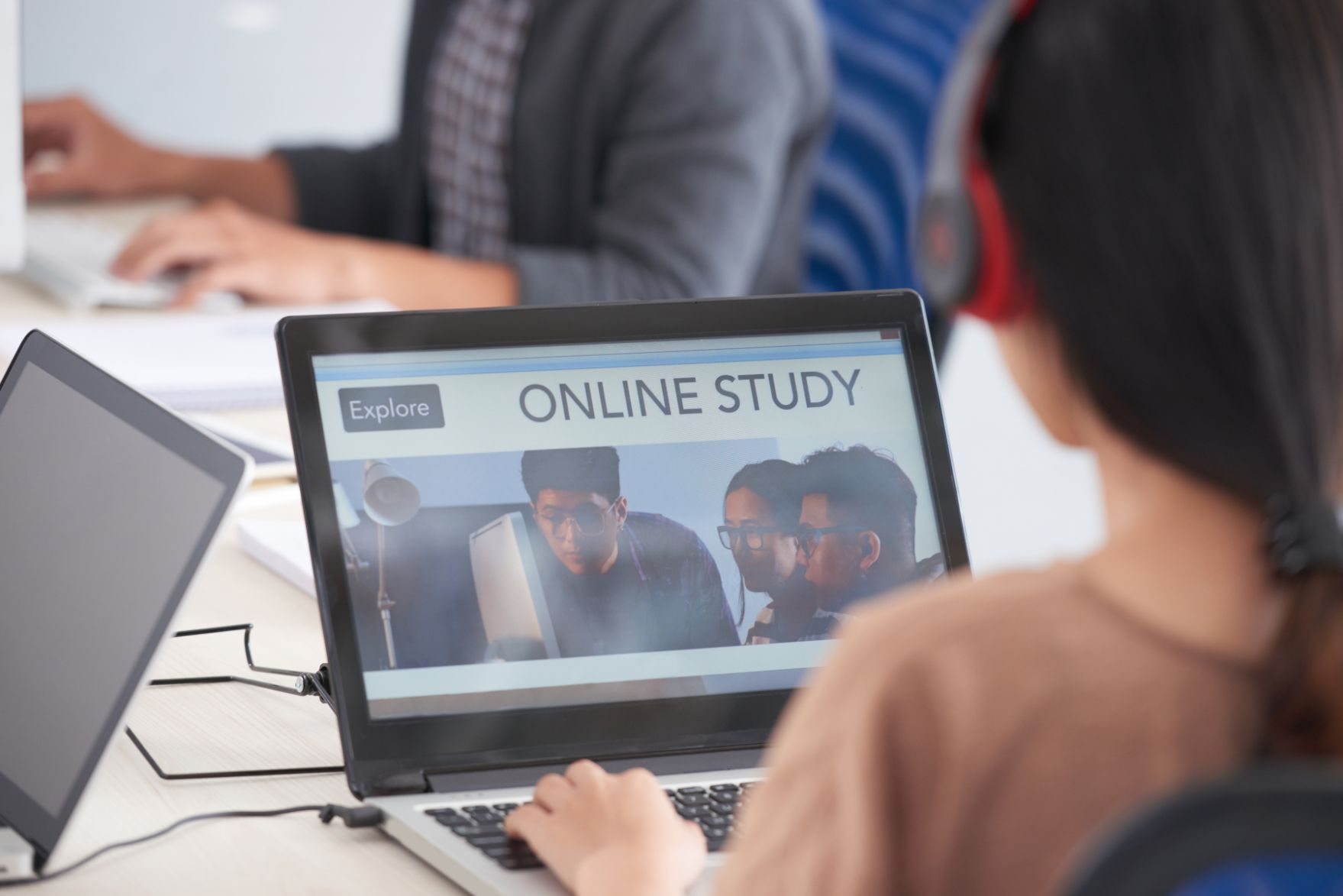 3 Vital Tools for Holding Online Classes